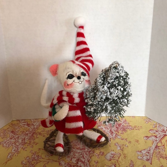 6 inch mouse fetching Christmas tree Annalee